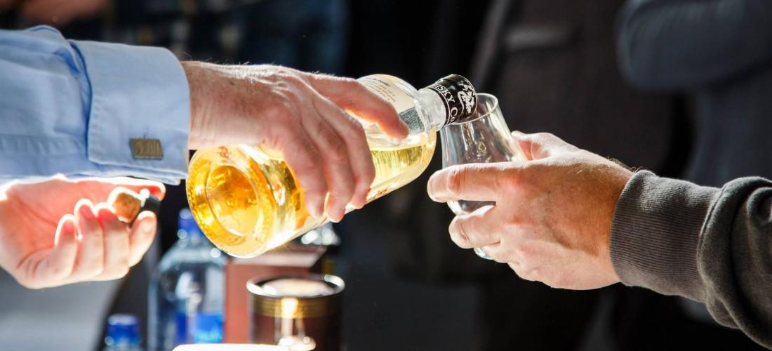 Whisky-Birmingham-festival-Dram-being-poured-light-1100x500